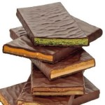 gestapelte angeschnitte Schokoladentafeln